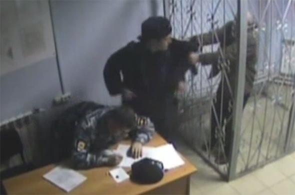 Избитый полицейским казанец получит 250 тысяч рублей