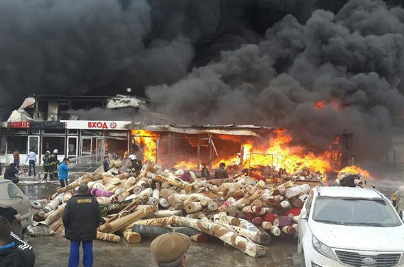 В Казани горит торговый центр «Адмирал»
