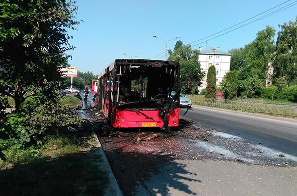В Казани на А. Кутуя сгорел пассажирский автобус