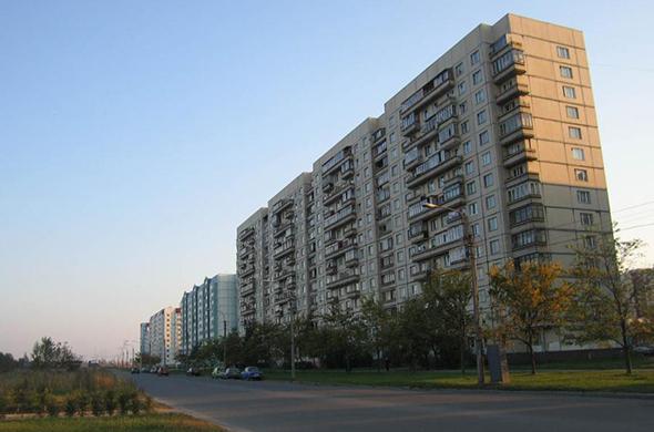 В Казани военнослужащий поймал упавшего с 6 этажа ребенка