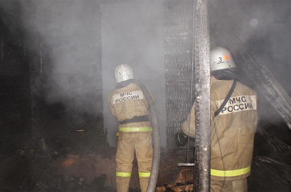В Казани четыре человека спасли из горящего подъезда