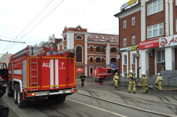 В Казани на улице Островского горит офисное здание