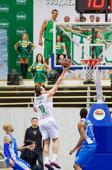 Первую победу в Евролиге одержал УНИКС