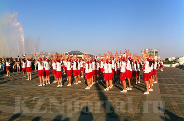Универсиада 2013: волонтеры устроили флешмоб «Танцуй за победу»