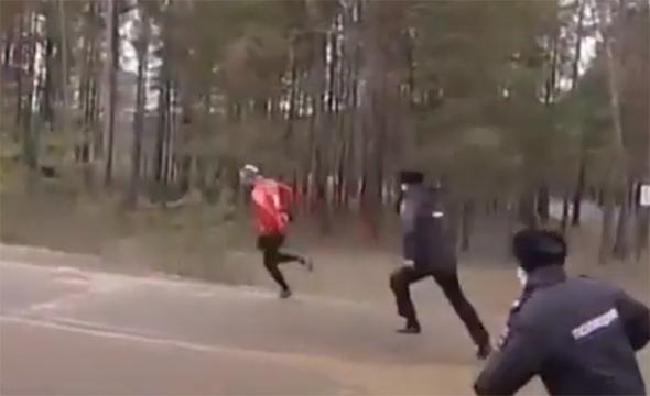 Видео: полицейские ловят бегуна в Челнах